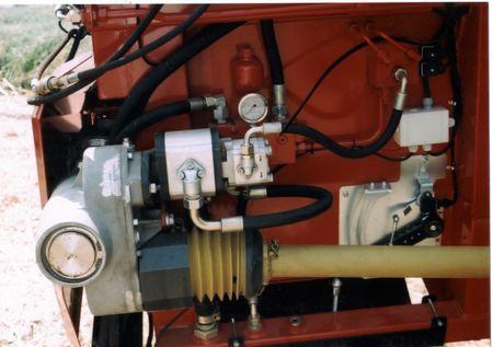 3. kép: kiépített hidraulikus rendszer a Geringhoff vágóasztalon