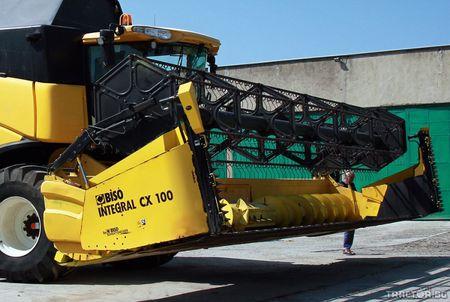 5. kép: Biso Integrál CX 100 New Holland arató-cséplő gépen