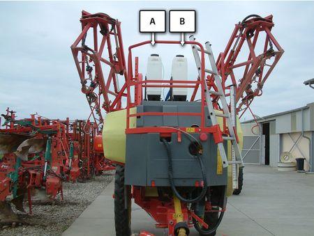 2. kép: RAU permetezőre szerelt 2 db 70 literes adagolótartály