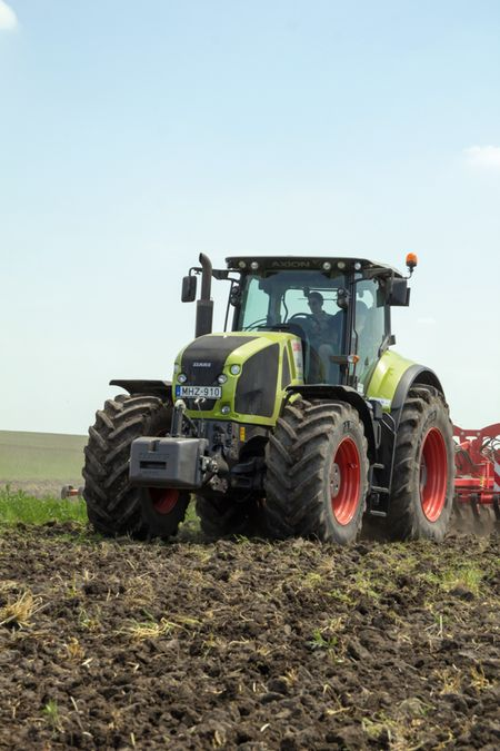 72_1 CLAAS AXION 930