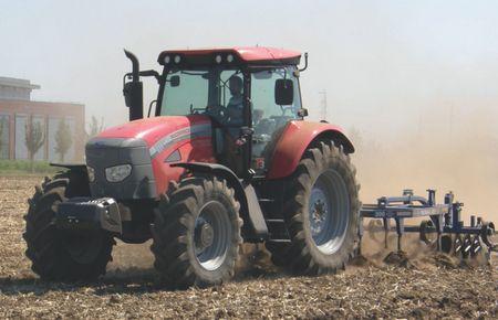 McCormick TTX190 traktor Dal-Bo  TriMax 300 szántóföldi kultivátorral