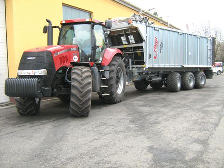 A nagy teherbírású pótkocsik kormányzott tridem tengelyes futóművei következtében kisebb vonóhorog teljesítménnyel üzemeltethetők
