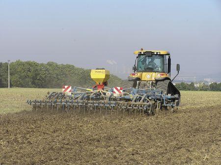 Nagyüzemi gazdálkodás és modern, jól felszerelt géppark jellemzi a szlovák mezőgazdaságot. Általános a nyitottság az új technológiák iránt. Fotó: Martin UHELAK
