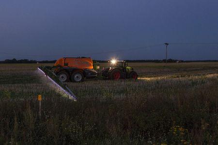És éjszaka – a szélcsendnek és a a növényeken képződött harmatnak kö-szönhetően – 17 km/h sebességgel lehetett haladni