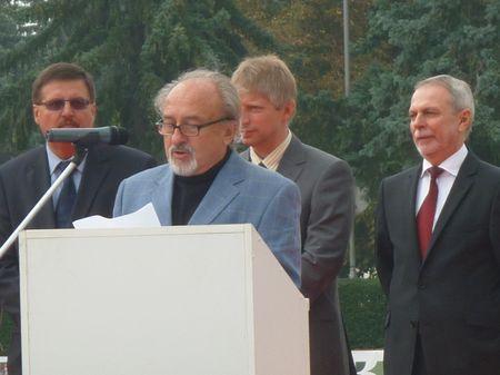 Dr. Jóri J. István ismertette a nyertes pályázók névsorát