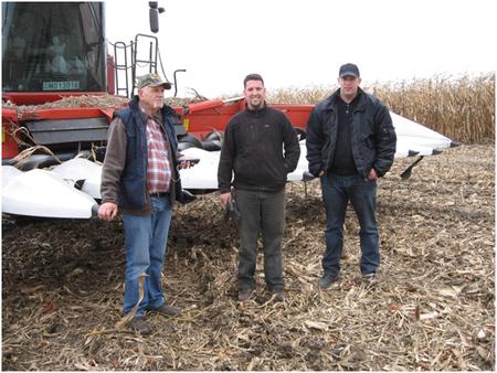Befejeződött a termésverseny felvételezésének gyakorlati része (balról jobbra): Szieberth Dénes elnök, Takács András versenyző, Varsányi Miklós ellenőr