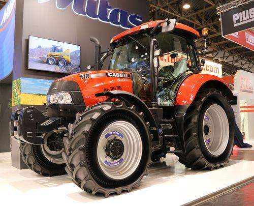Photo_Mitas_PneuTrac_mounted_on_Case_IH_Maxxum tractor_Author_Emil_Houška_2015