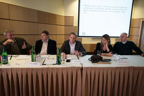 A kerekasztal tagjai balról jobbra: Petróczi István, Temesvári Mihály, Marcus Bamkert, Bertáné Szabó Emese, Pájtli József