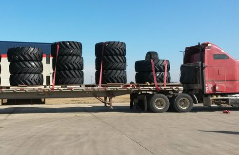First delivery from Mitas plant in Charles City, Iowa to CNHI plant in Saskatoon, Saskatchewan province in Canada, is about to leave. Author: Pavel Charvát 2015.