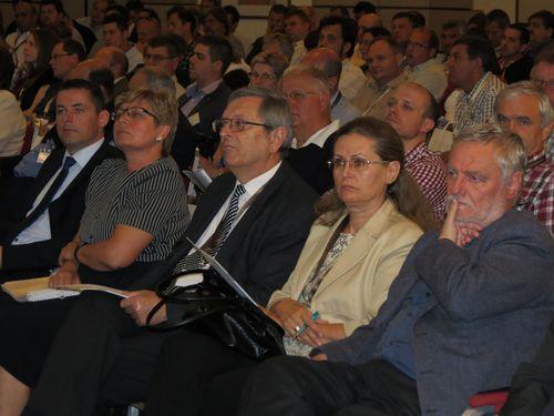 További előadók az első sorban balról jobbra: Dr. Gyuricza Csaba, Dr. Michaeli Erika, Dr. Mesterházy Ákos. Dr. Németh Tamás