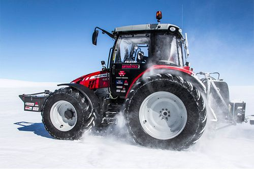 Antarctica 2 : In the gruelling Antarctica2 expedition to the South Pole, the MF 5610 has been up against temperatures as low as minus 56 C when wind chill is taken into account