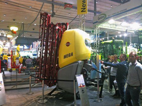 A Hardi kínálatából a 2200 literes Mega a legnagyobb függesztett gép