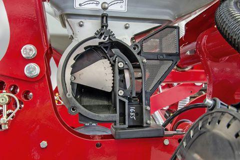 A szabadalmaztatott adagoló és a nútolt vetőtárcsa