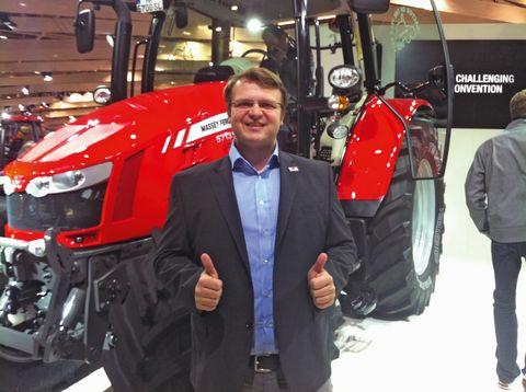 Lowi Barna és az új szériás traktor
