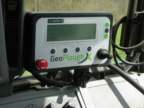 2. ábra: a Trimble GeoPloughX monitor kezelőfelülete (Forrás: www.agromatic.hu)