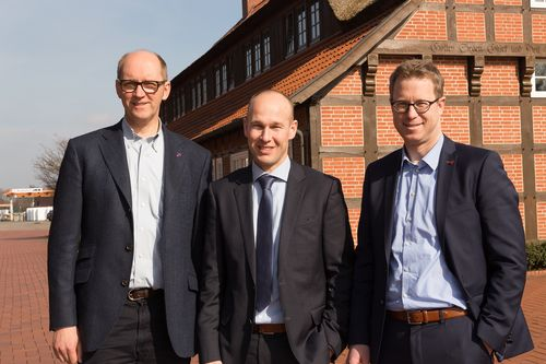 Happy faces after signing of the contract (from left to right): Chairman of the Board of Management of the Big Dutchman AG Bernd Meerpohl, Inno+ managing director Maurice Ortmans and Lars Vornhusen, executive assistant.