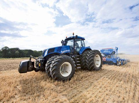 1. kép: Ikerkerekekkel szerelt nehéz univerzális traktor
