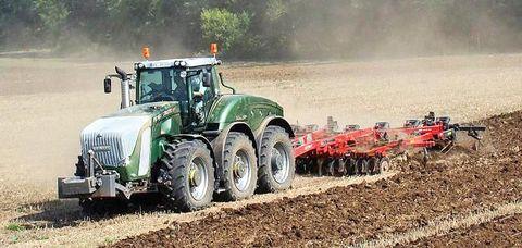 2. kép: 3 tengelyes Fendt Trisix Vario traktor