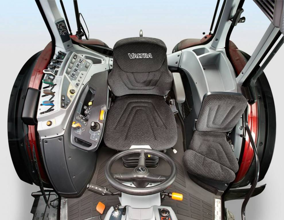 valtra_t154_active_cockpit0163_90665-1200