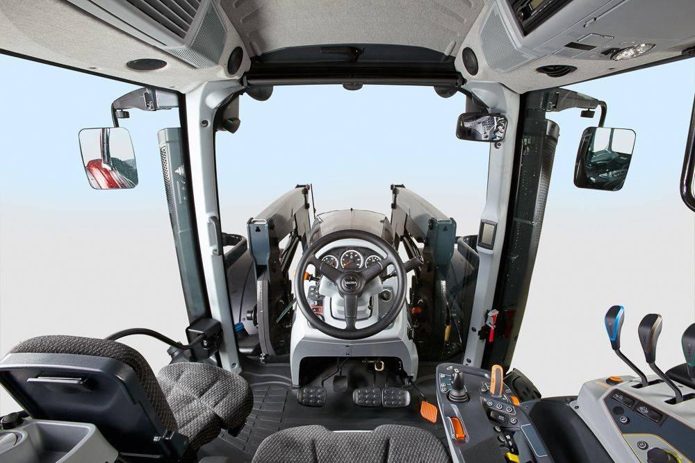 valtra_t154_active_cockpit0260_90680