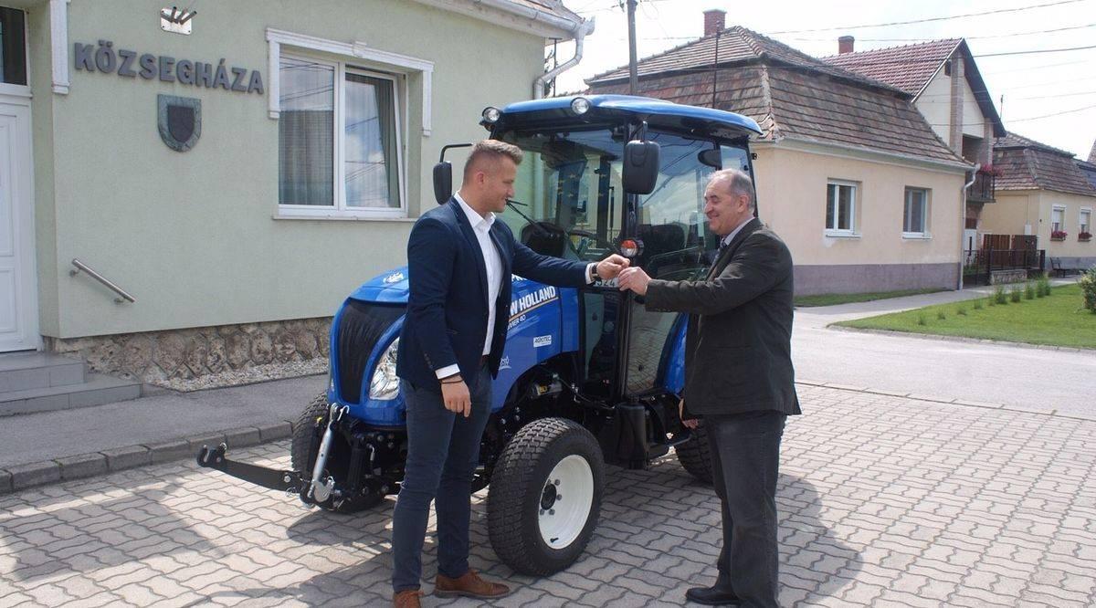 agrotec-traktor-magyar-falu-program-atadas-1200