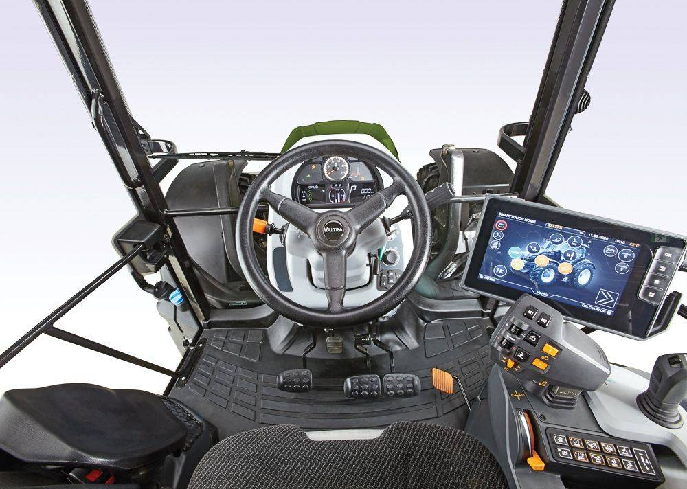 valtra-g5-series-studio-g135-versu-cockpit_172139
